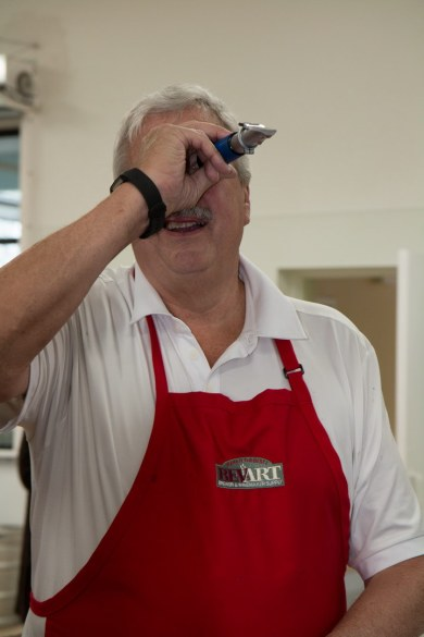Checking the sugar content with a refractometer (Dwain Lutzow)