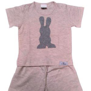 pijama infantil shorts e camiseta mescla rosa com aplicação em forma de coelho cinza