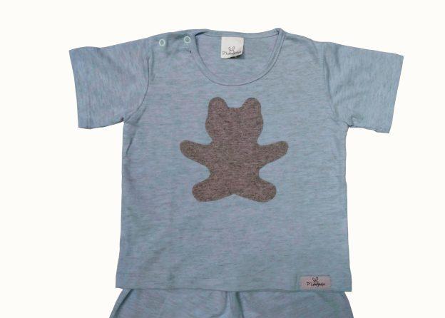 pijama bebê shorts e camiseta mescla azul e cinza com aplicação sombra em forma de urso cinza