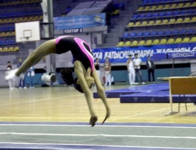 Pryzhkovaia akrobaticheskaia gimnastika