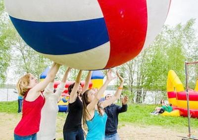 Гигантский волейбол. Виды и игра. Мяч и правила. Особенности