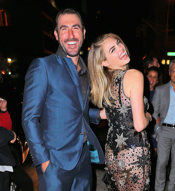 Dlisted  Kate Upton shows off her shapely backside while