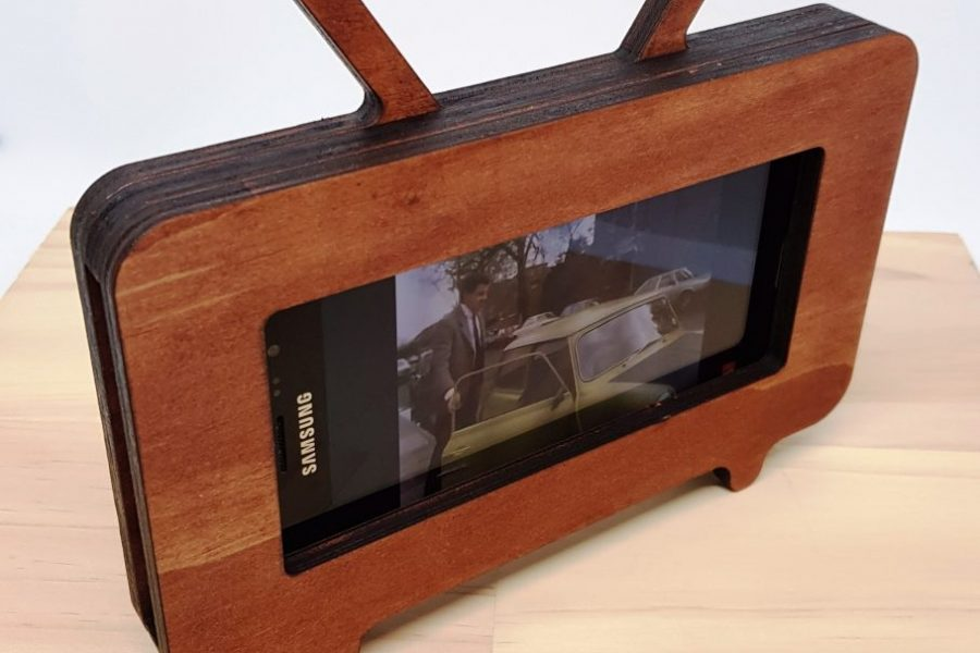 Retro TV Mobile Phone Holder 3