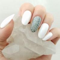 White Press On Nails  MEERO MANI NAILS  Online Store ...