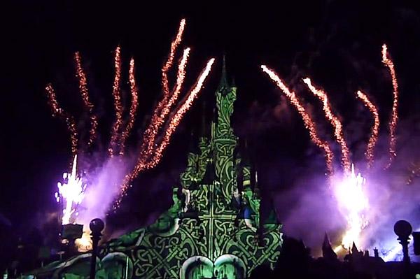 St Patrick's Day fireworks at Disneyland Paris [Still © DlrpWelcome]