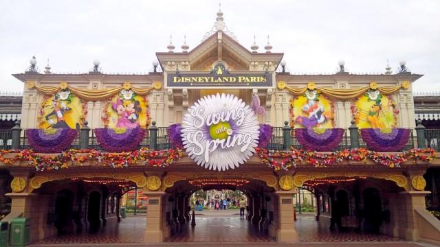 Swing into Spring on Main Street Station © DisneylandBerry