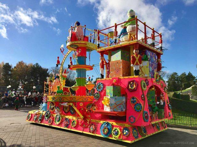 Disney's Christmas Parade at Disneyland Paris