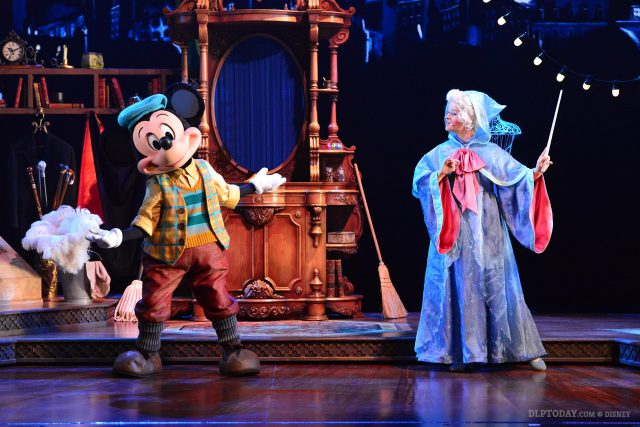 """New-look """"talking head"""" Mickey Mouse in Mickey and the Magician at Disneyland Paris"""