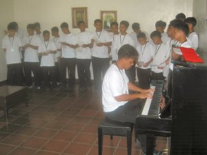 """<h3> Splash</h3>  The students show-off their musical skills.  <a href=""""http://dlsaanc.org/splash/"""">At the Bahay Pag-Asa</a>"""