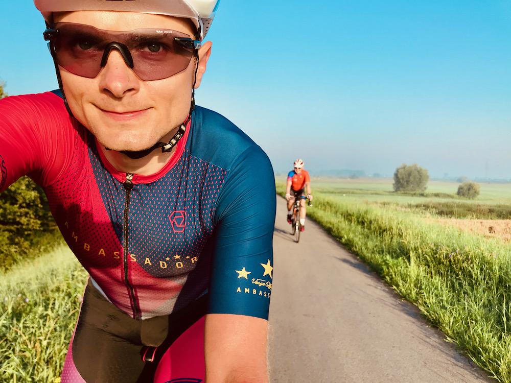 kolarze na rowerach