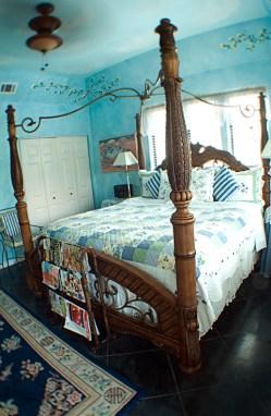 blue room bed1
