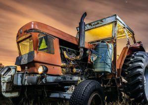 Dest S20 Agricultura - Fotografía nocturna de un tractor
