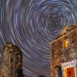Estrellas rituales – Circumpolar sobre la vieja ermita