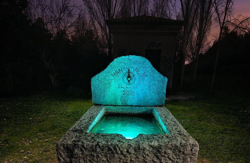 Mana a cubos - Probando el backlight scanner. Fotografía nocturna de fuente iluminada