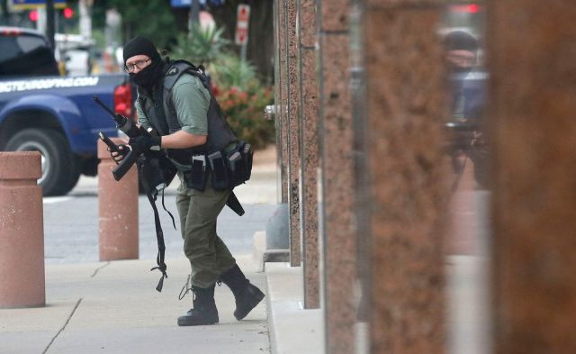 Photographer Tom Fox on encounter with Dallas gunman: 'He's going to look at me around that corner' and shoot