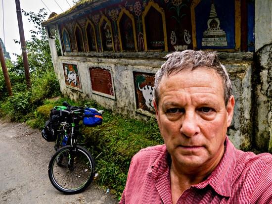 on the road outside darjeeling