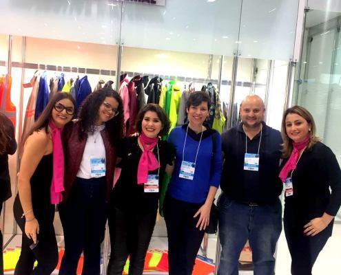 Mariela, Andrieli e Cris com o pessoal da Lutha Uniformes