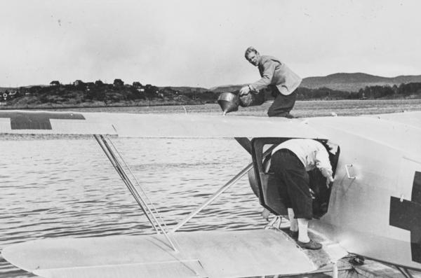 Flyver Hans Grøn Lund Ved Ambulanseflyets Avgang Til Nord