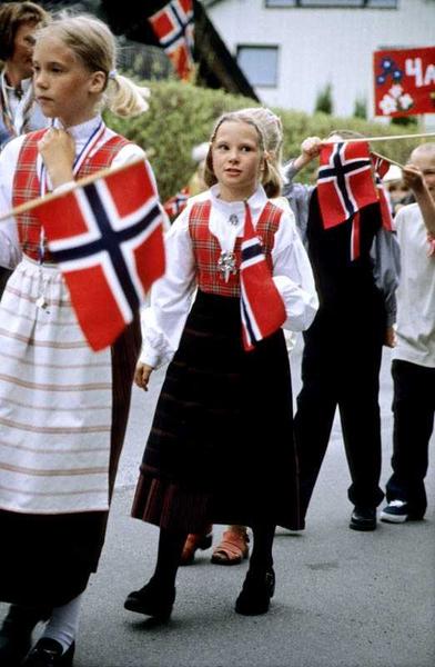 17 Mai Feiring På Sagdalen Skole Korpsmusikanter Og