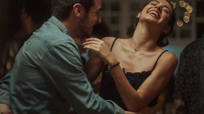 Tell Me When (Dime Cuándo Tú) Summary & Ending, Explained 2021 Film