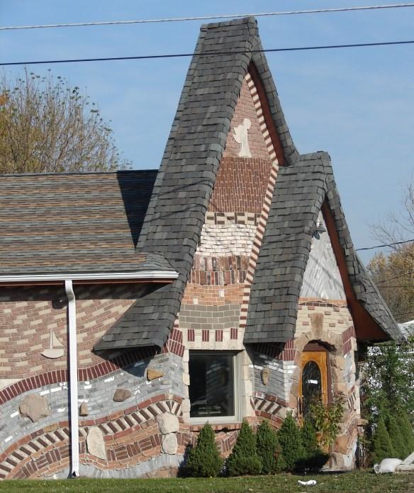 Kokomo fairy house front.jpg