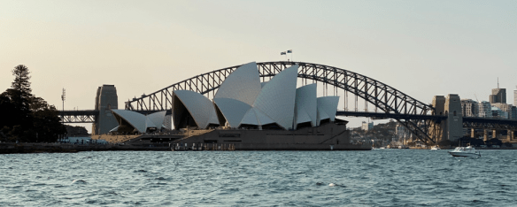 Australia Sydney opera house in front of bridge.png