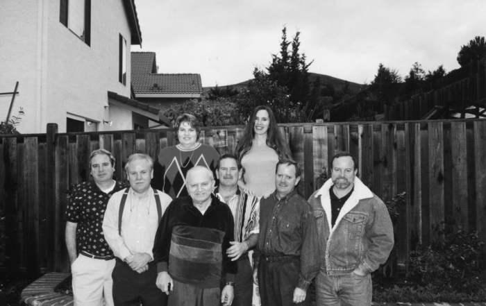 Jim Collins pose avec ses 7 enfants. Au second rang, à gauche, Alice Collins Plebuch.