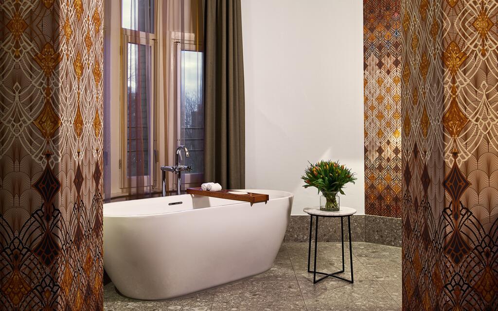 freestanding bath in Rock Star Suite