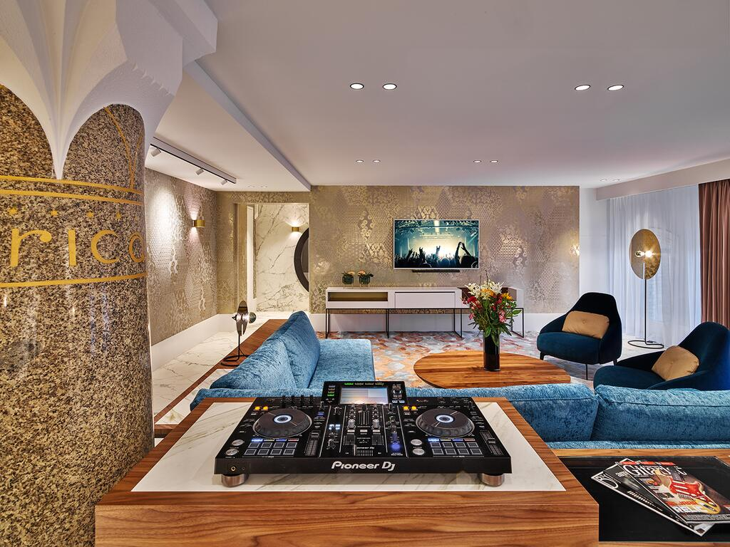 Rock Star Suite with Pioneer turntable