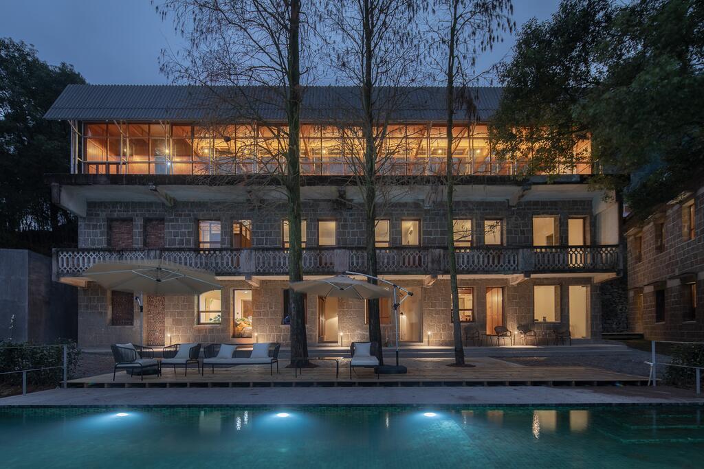 Lost Villa Qinyong Hotel