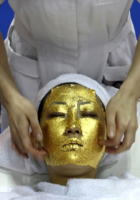 Not the time to try a 24kt Gold Facial Mask for the 1st time!