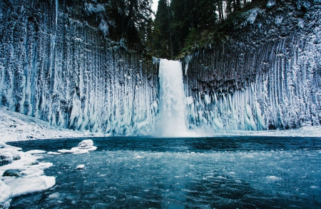 Multnomah Falls Oregon Winter Wallpaper Frozen Waterfall In Oregon Waterfalls Amp Nature