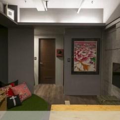 Remodeling Kitchen On A Budget Cabinet Planner 預算超低 風格滿點 小住家的神奇大改造 設計家searchome 從廚房望向主臥與衛浴間的方向 圖右的電視