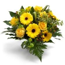 Λαμπερή Ανατολή Ανθοδέσμη με κίτρινα τριαντάφυλλα και κίτρινες ζέρμπερες