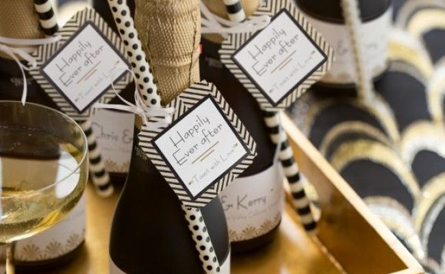 30 Unique Wedding Favors Guests Will Actually Appreciate