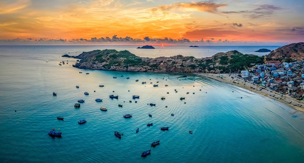 Aerial,view,of,eo,gio,beach,,nhon,ly,town,,quy