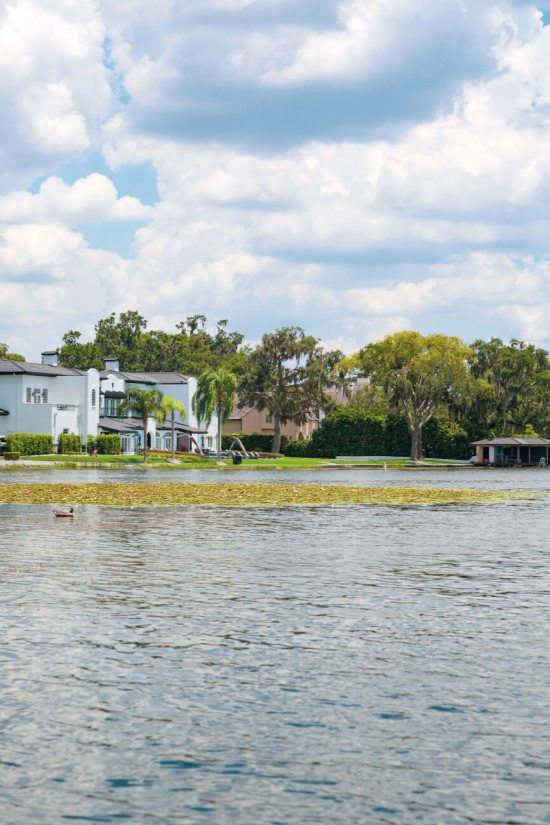 Located just 20 minutes north of the happiest place on earth, Winter Park is a charming town filled with world-class art museums, an upscale shopping district, fine-dining, sidewalk cafes, and luxury accomodations. This is your ultimate guide to Winter Park Florida! #vacation #travel #trip #springbreak #summer #traveltips #thingstodo #winterpark #florida #centralflorida #orlando #visitflorida #floridavacation #floridatrip Things to Do in Winter Park Florida | Things to do in Orlando Florida
