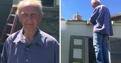 Samotny emeryt nieudolnie próbował naprawić swój cieknący dach. Pomógł mu tłum ochotników.