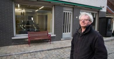 Emerytowany sklepikarz nie dostał pozwolenia na przerobienie swojego sklepu na garaż, nie przejął się tym i postawił na swoim