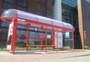 Postawili przystanek, z którego nie odjeżdża żaden autobus. Ale codziennie czekają na nim ludzie