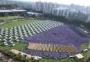 Szef rozdaje pracownikom 1 200 samochodów i 400 mieszkań, z okazji święta światła