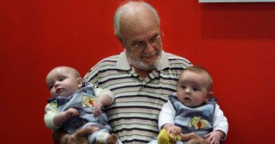 """W krwi tego człowieka jest """"serum życia"""", uratował już ponad 2 miliony niemowląt"""