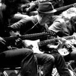 Toccata i Fuga d-moll Johanna Sebastiana Bacha zagrana przez kilkunastu gitarzystów – majstersztyk…!