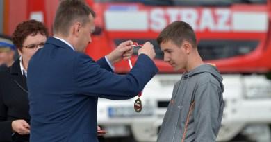 14-latek odznaczony medalem Młodego Bohatera, uratował 29-letniego mężczyznę