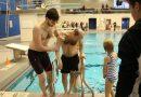Sparaliżowany instruktor nurkowania nie zapomniał o swojej pasji. Każdego roku wykonuje jeden skok z kilkumetrowej trampoliny