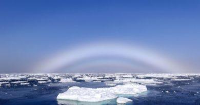 Niezwykłe zjawisko. Biała tęcza nad Oceanem Arktycznym w Norwegii