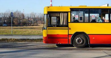 Kierowca miejskiego autobusu dostanie tysiąc złotych premii. To nagroda za to, że cierpliwie poczekał na dobiegającą do pojazdu kobietę
