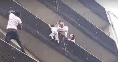 """""""Spiderman"""" z Mali uratował dziecko, w nagrodę otrzymał honorowe obywatelstwo"""