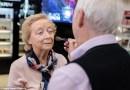 84-latek nauczył się, jak wykonać makijaż swojej 83-letniej żonie, która traci wzrok. Chce aby zawsze czuła się piękna
