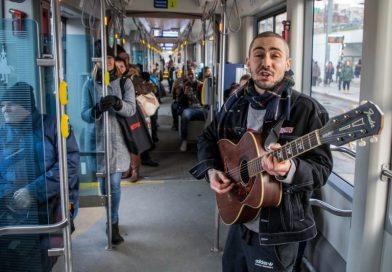 Gra za darmo w krakowskich tramwajach, aby umilić ludziom czas
